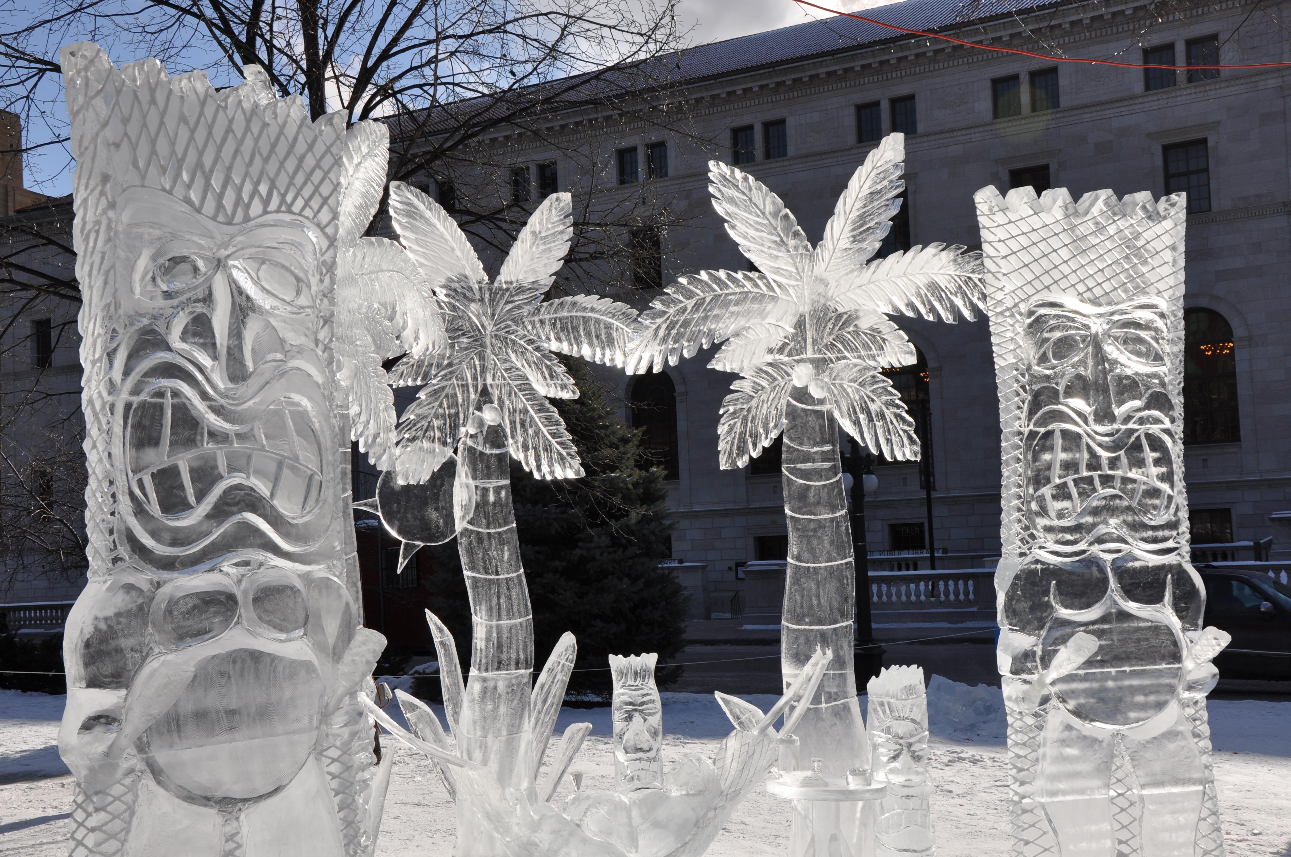 Hawiian Ice Sculpture (Visit St Paul)